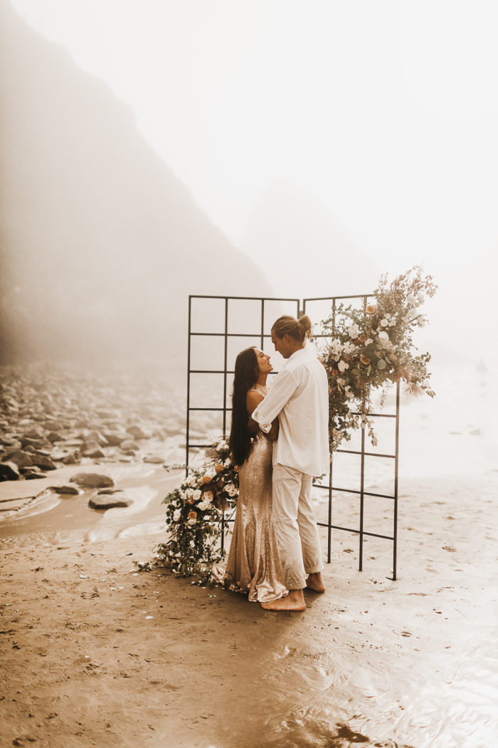 couple at their oregon elopement at hug point